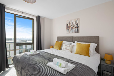 Spacious & Cosy, Netflix Parking, Next To Colindale Station