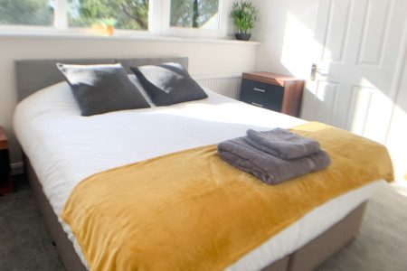 Sunrise Serviced Accommodation - 5 Bedroom Townhouse with Parking