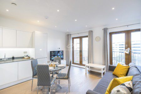 Are YOU a Travel Worker! - Awesome 2 Bedroom City Apartment with FREE Parking