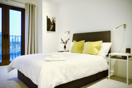 Are YOU a Travel Worker! – Awesome 1 Bedroom City Apartment with FREE Parking