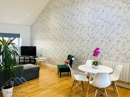 Stylish Cambridge Apartment With Gated Secure Parking - Self Check In