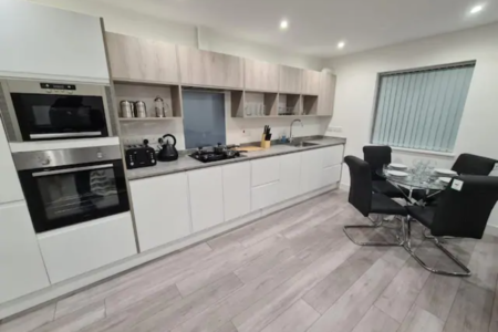 Luton 2 Bedroom Apartment Home from Home