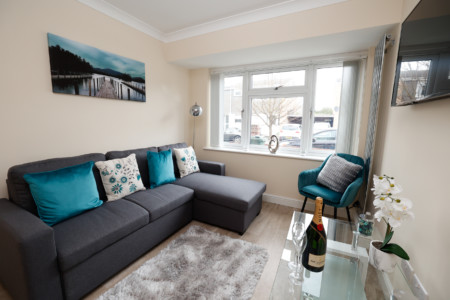 Central Windsor Stunning 4 Bedroom Spacious House