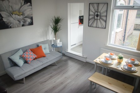 Cosy HUB Coventry - Elegant 4 Bed House Near City Centre by Passionfruit Properties